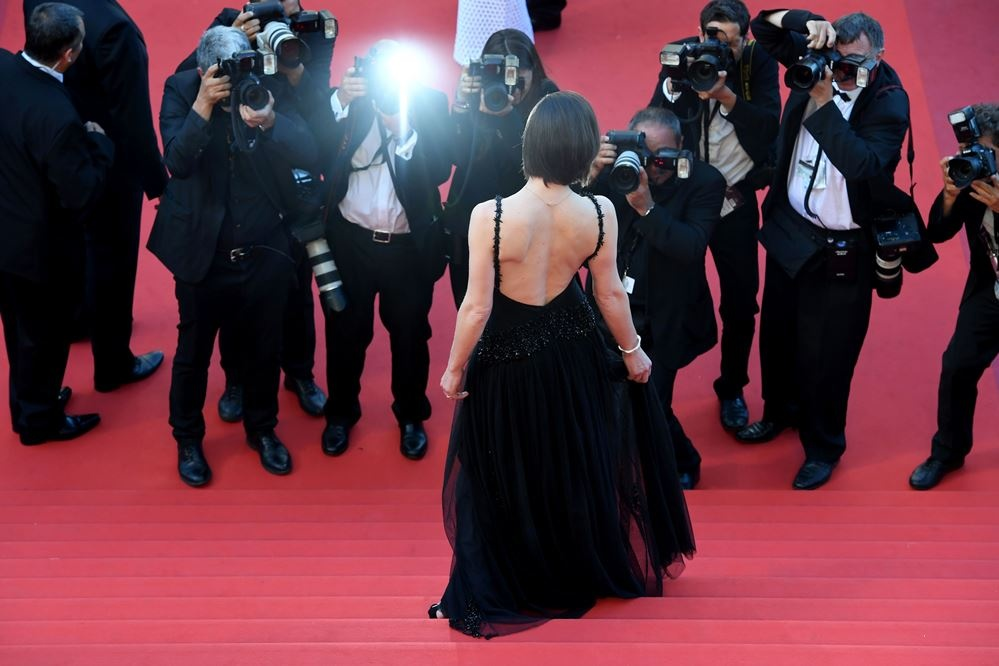milla_jovovich_arrives_on_may_20_2016_for_the_screening_of_the_film_2