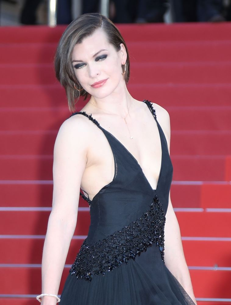 milla_jovovich_arrives_on_may_20_2016_for_the_screening_of_the_film_6