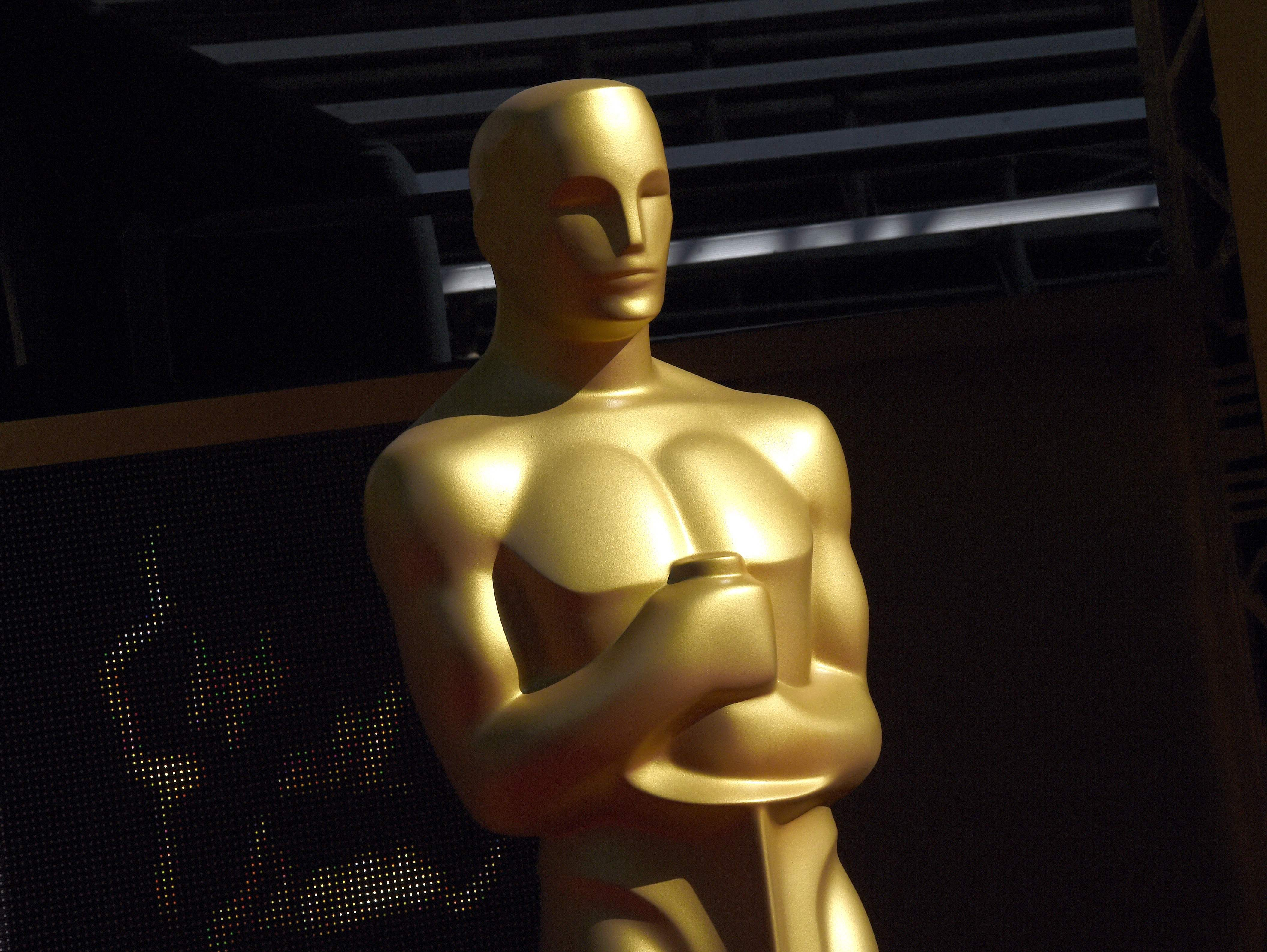 oscar_statue_on_the_red