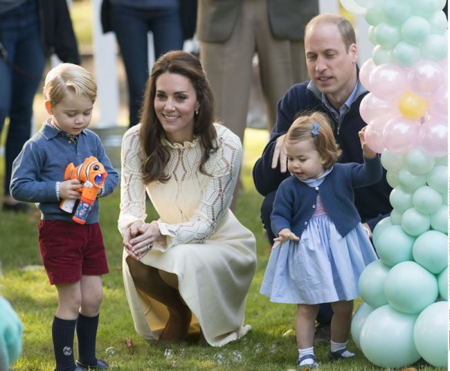 princess_charlotte_catherine_duchess_of_cambridge_prince_william_and_prince_george_at_a_childrens_03