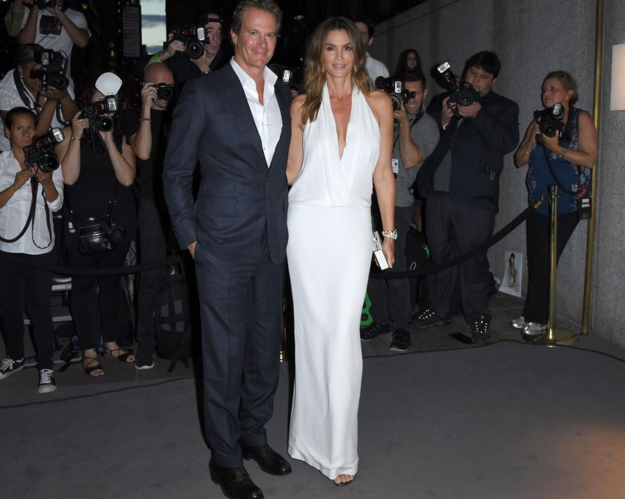randy_gerber_and_cindy_crawford_arrive_for_the_tom_ford_3