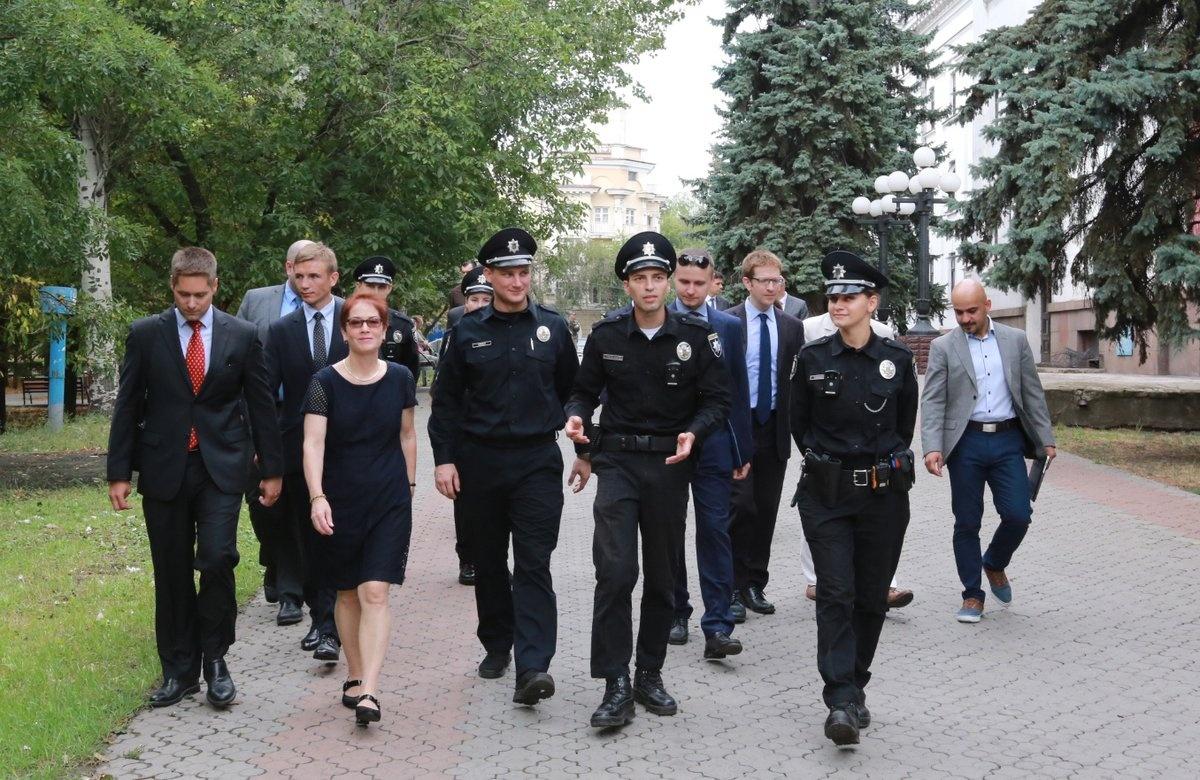 """Новый посол США Йованович начала знакомство с Украиной с Мариуполя: """"Этот город - символ Украины"""" - Цензор.НЕТ 7941"""
