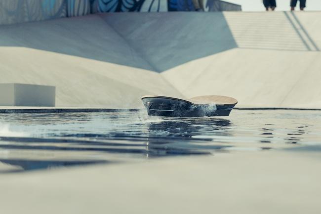 Лексус представил летающий ховерборд изфильма «Назад вбудущее»