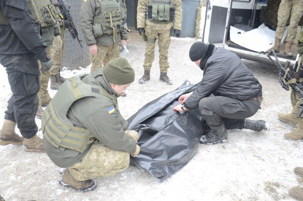 Бойцы ополчения ЛНР передали два тела погибших под Светлодарской бойцов ВСУ