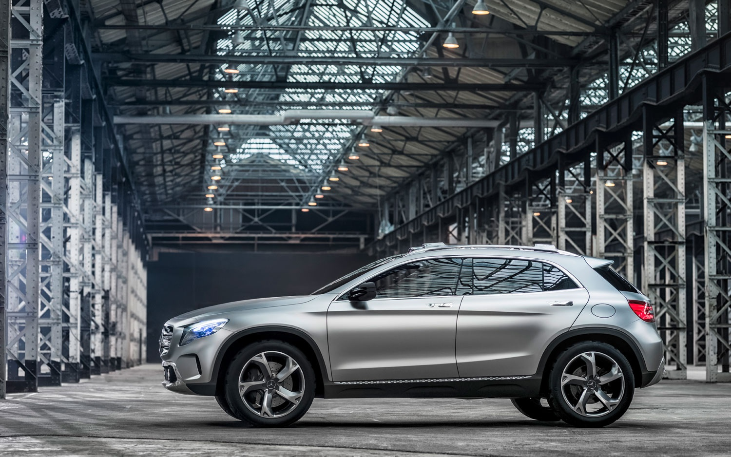 mercedes-benz-concept-gla-left-side-view