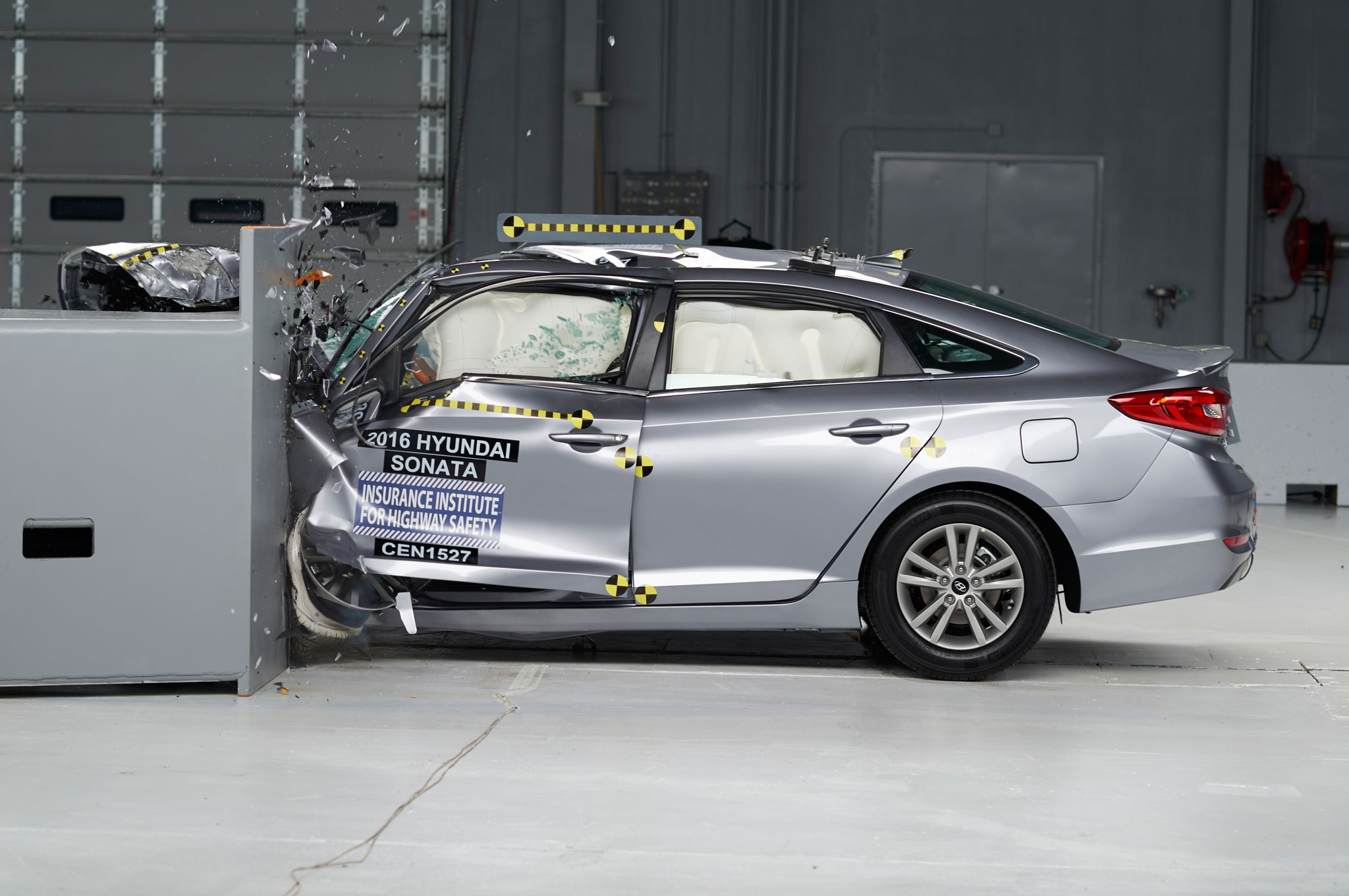 2016-hyundai-sonata-iihs-crash-test-side-profile