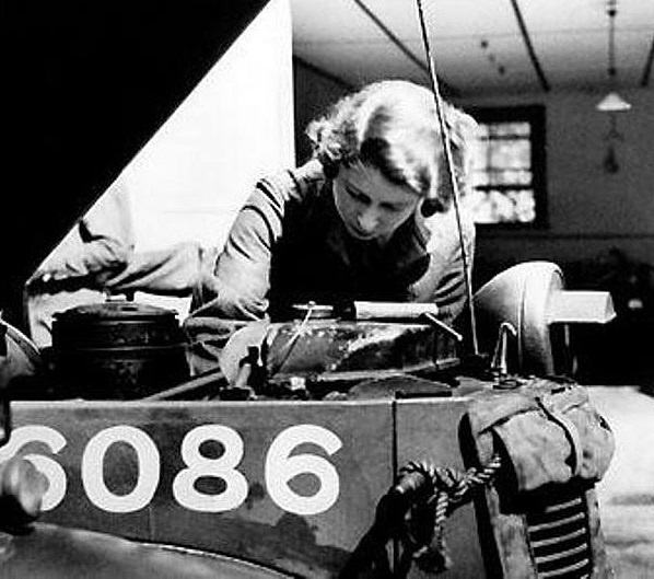 she-worked-mechanic-during-world-war-ii_01