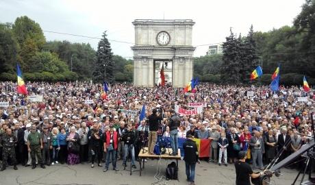 65e4efe-big-live-o-noua-manifestatie-de-amploare-in-pman-mii-de-oameni-protesteaza-in-centrul-chisinaului-fata-de-regimul-oligarhic