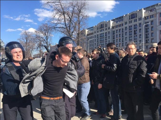 В столице России задержаны десятки участников митинга против коррупции: силовики применили спецсредства