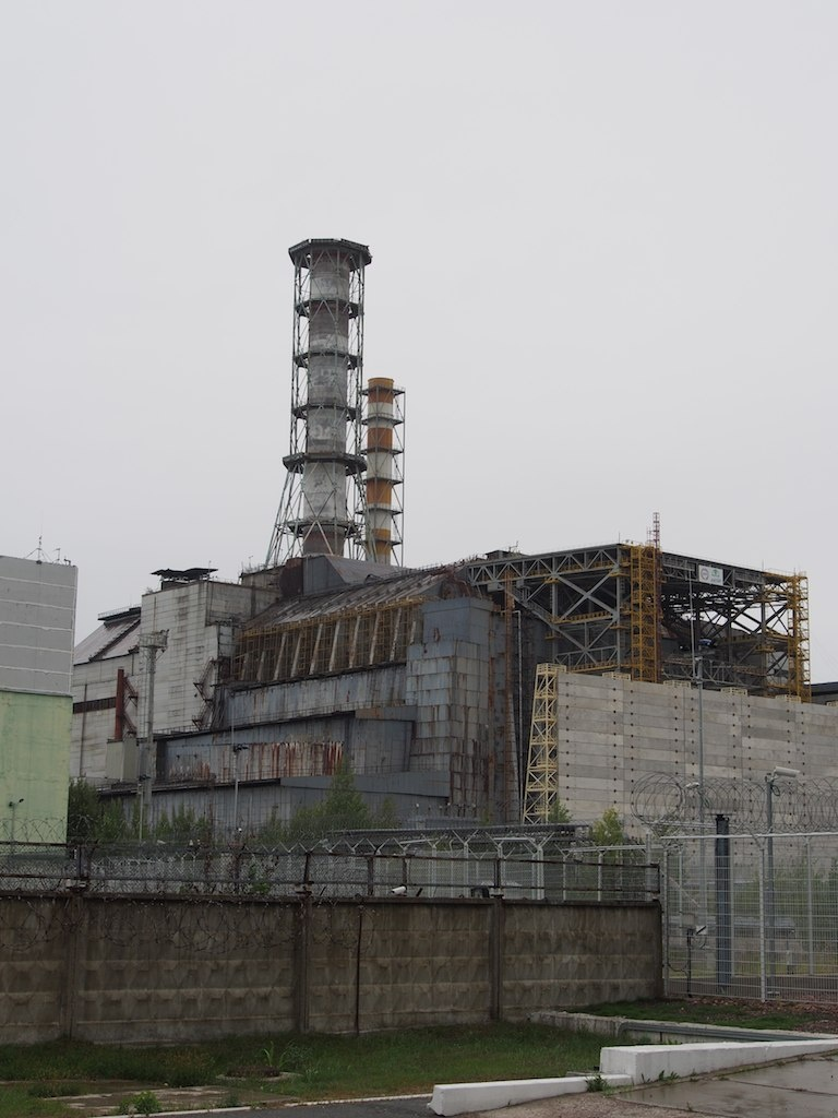 chernobyl_reactor_4_and_the_new_confinement_structure_11383874494