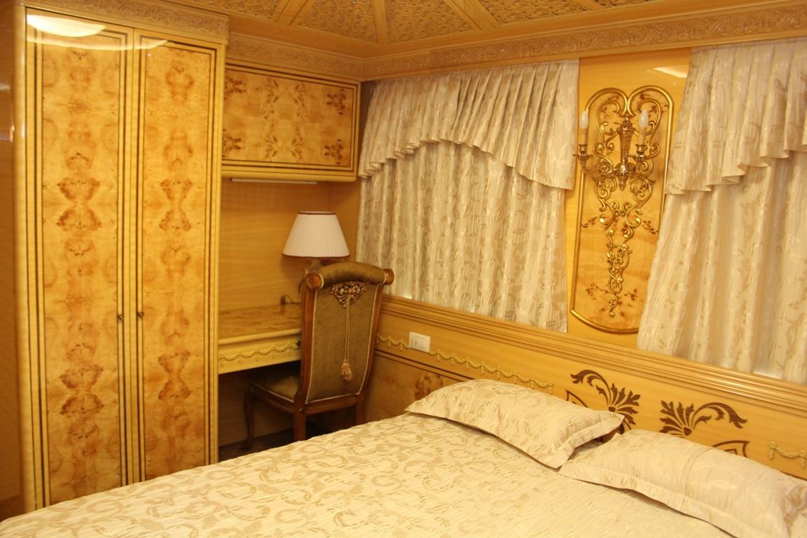 «Укрзализныця» для ВИП-клиентов пустила элитный вагон с двумя спальнями и кабинетом, фото-1