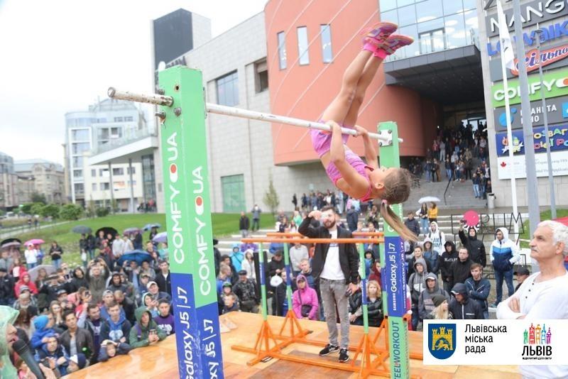 ВоЛьвове ребенок установил мировой рекорд поstreet workout