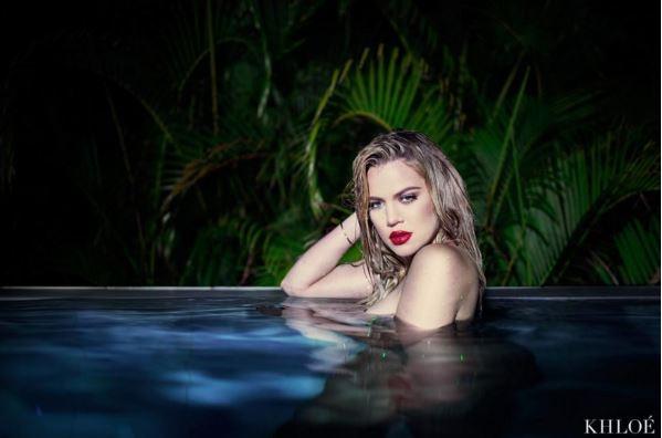 Картинки голая красавица в бассейне 6