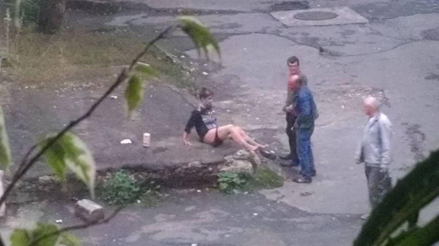 ... пара занялась сексом посреди улицы