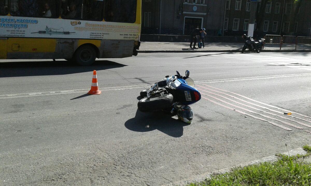 Стали известны подробности наезда мотоциклиста на школьников в Одессе