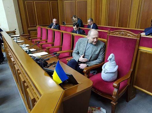 Народный депутат пришел на совещание Верховной Рады соЖдуном