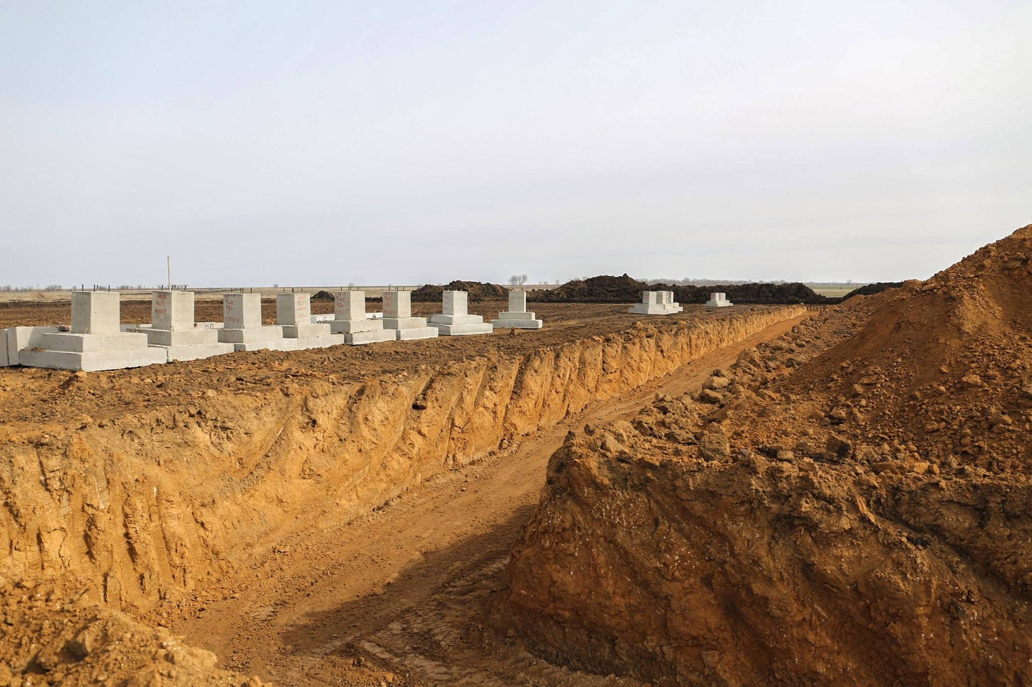 Строительство военного городка наполигоне «Широкий Лан»