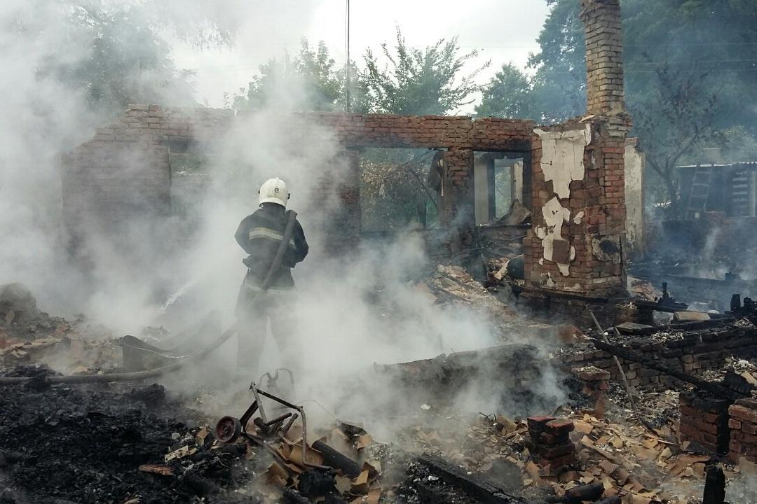 НаХарьковщине сгорел дом барачного типа