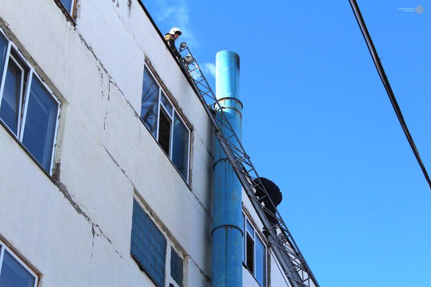 ВДнепре из-за пожара вмногоэтажке эвакуировали 200 человек