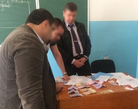 Доцент запорожского университета добивался устудентов деньги зауспешную сдачу экзаменов