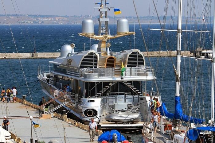 ВОдессе пришвартовалась яхта Березовского под флагом Украины