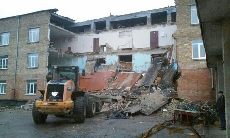 Чечеткин проинформировал о ходе работ вобрушенной школе вВасилькове