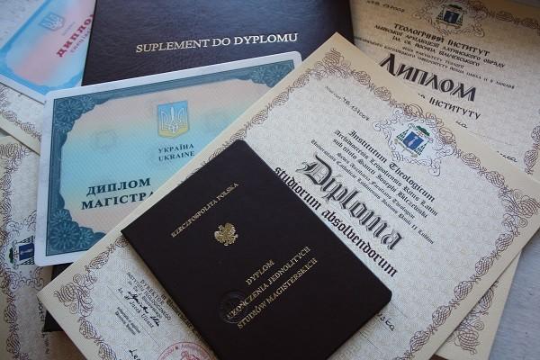 Где и как признают украинские дипломы в мире В Европе украинские  В украинских вузах можно получать два диплома украинский и иностранный Фото economy k edu ua