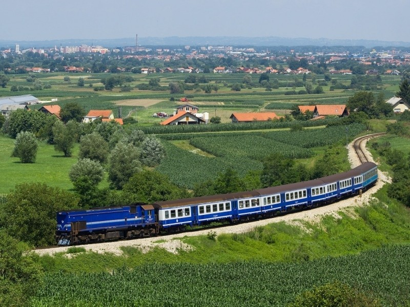 train_structure_dark_blue_fields_trees_from_above_city_suburb_distance_summer_railway_62716_800x600