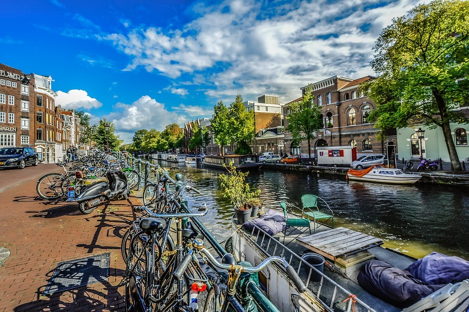 amsterdam-2482797_960_720