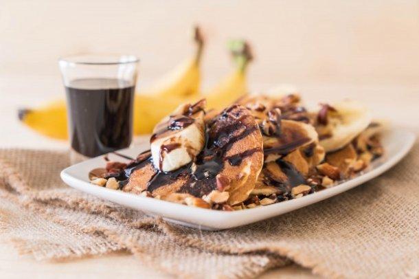 almond-banana-pancake_1339-8356