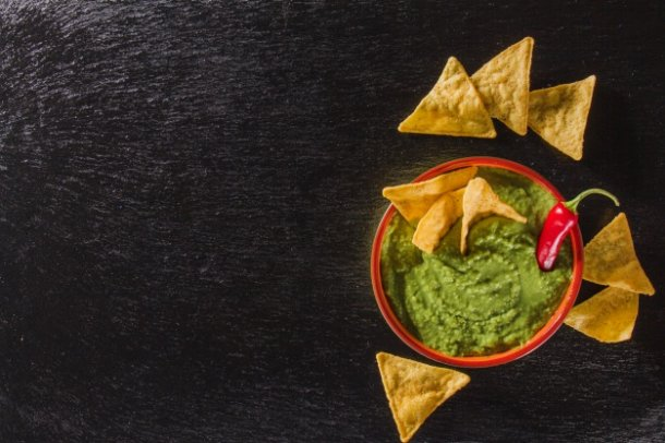 artistic-composition-with-guacamole-and-nachos_23-2147640351