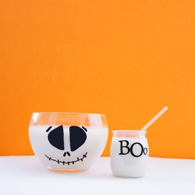 bowl-and-glass-with-milk_23-2147680291