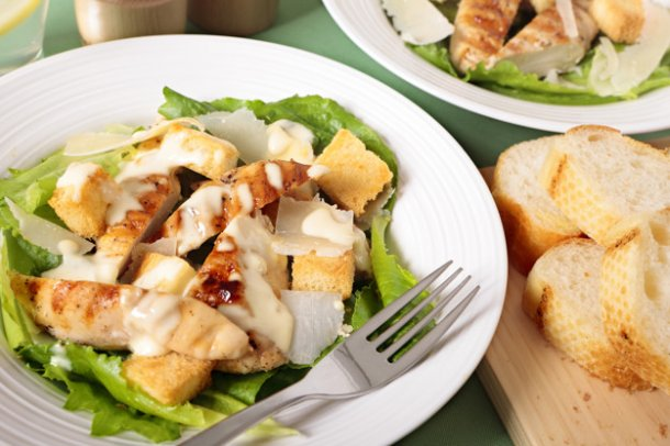 caesar-salad-with-griddled-chicken_1147-398