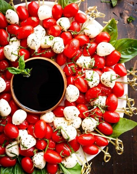 caprese-christmas-wreath-images-2