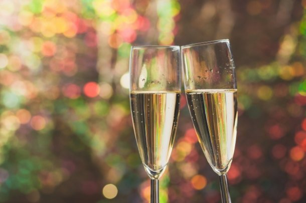 champagne-toasting-glasses_23-2147587133
