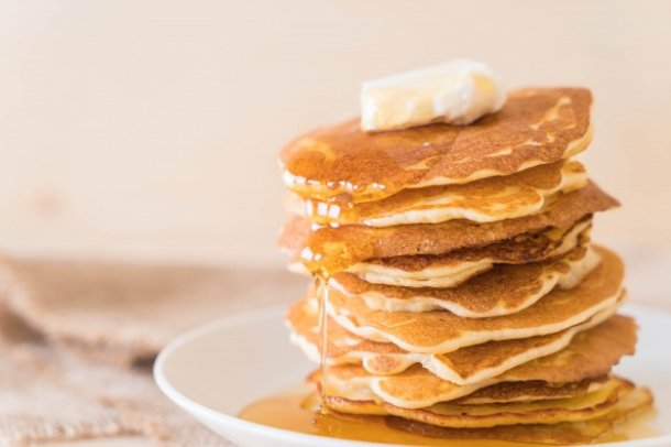 cheese-on-pancake-with-honey_1339-5252