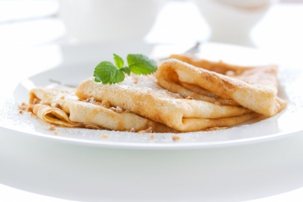crepes-with-icing-sugar_1220-255