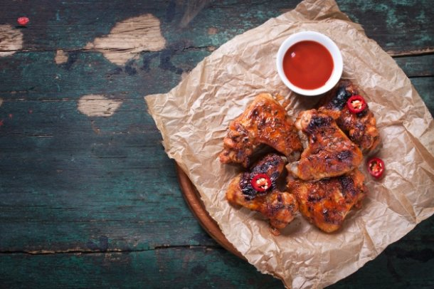 delicious-chicken-wings-with-tomato-sauce_1220-377