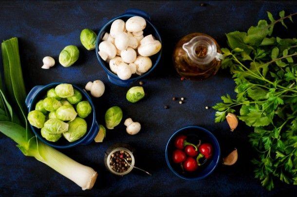 dietary-menu-ingredients-vegetables-brussels-sprouts-mushrooms-leeks-and-herbs-on-a-dark-background-top-view-vegetables-menu_2829-647
