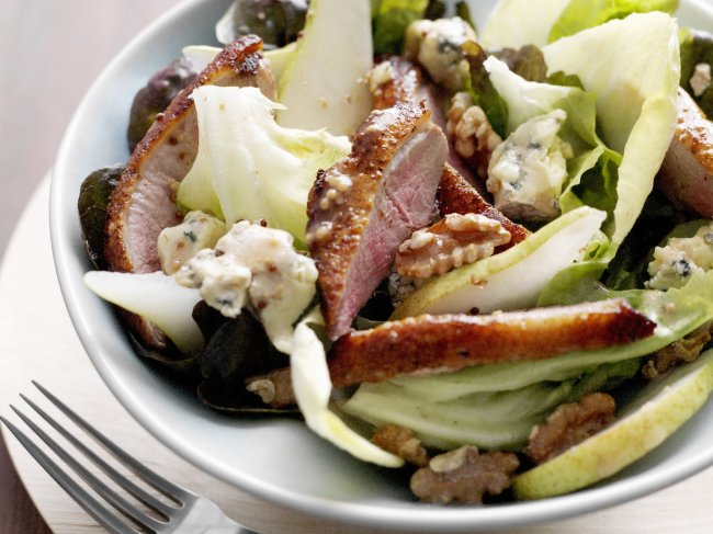 duck--pear-and-blue-cheese-salad_01