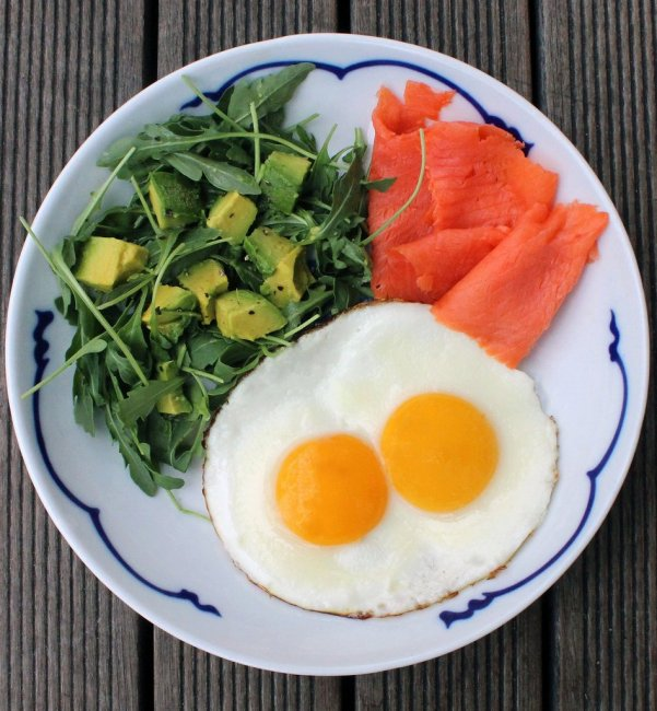 fried-eggs-smoked-salmon