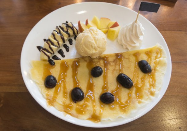 fruity-crape-and-vanilla-ice-cream-on-wooden-table-top-view_7495-292