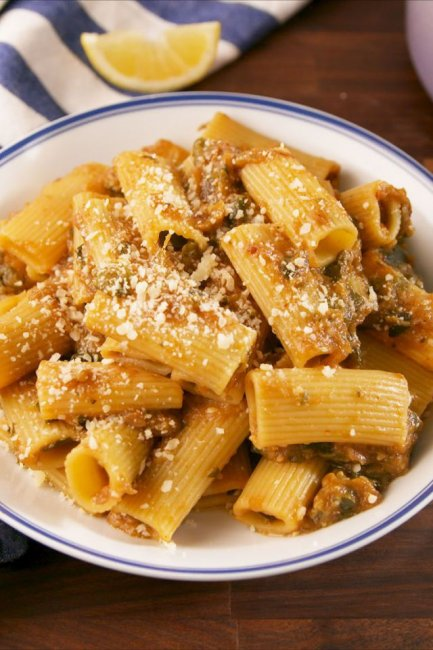 gallery-1518648930-delish-meghan-markle-pasta-pinterest-still003