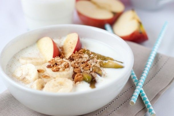 healthy-breakfast-with-fruits-and-cereals_1220-51