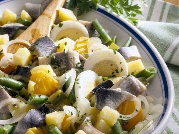 herring-salad-with-potatoes-vegetables-and-eggs-530300