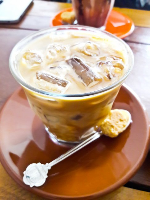 iced-coffee-with-biscuit_11823-1481