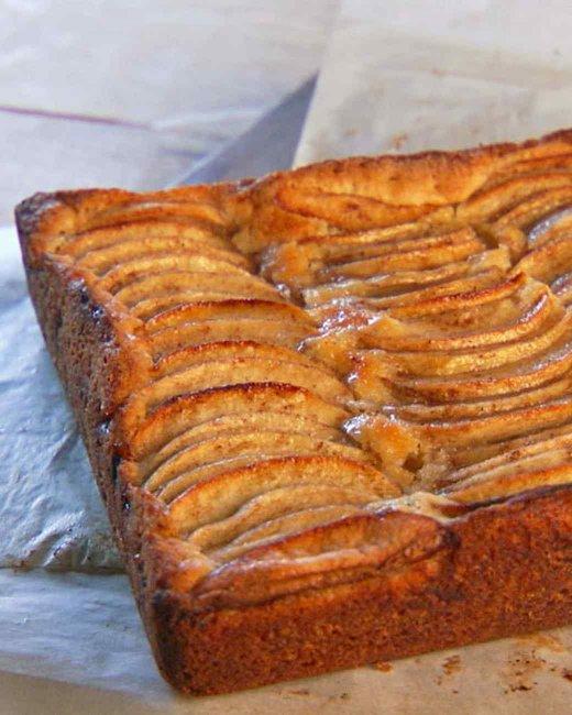 Декорировать торты можно кремом, глазурью либо различными декоративными элементами из шоколада, мармелада и т.