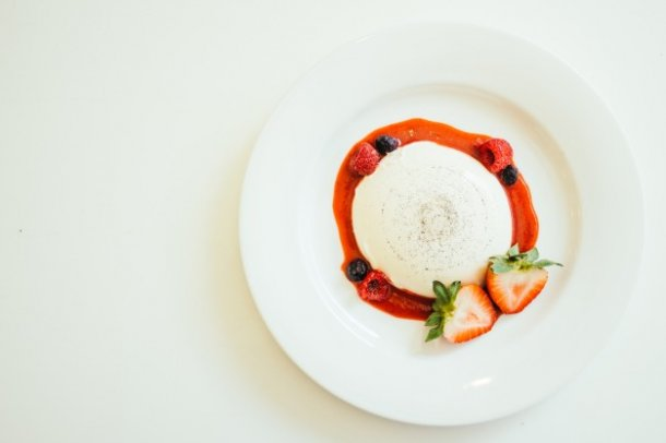 panna-cotta-with-strawberry-and-rasberry_1203-9175