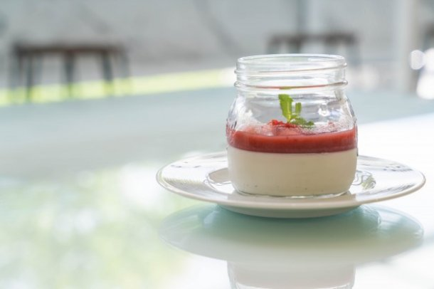panna-cotta-with-strawberry-sauce_1339-7381