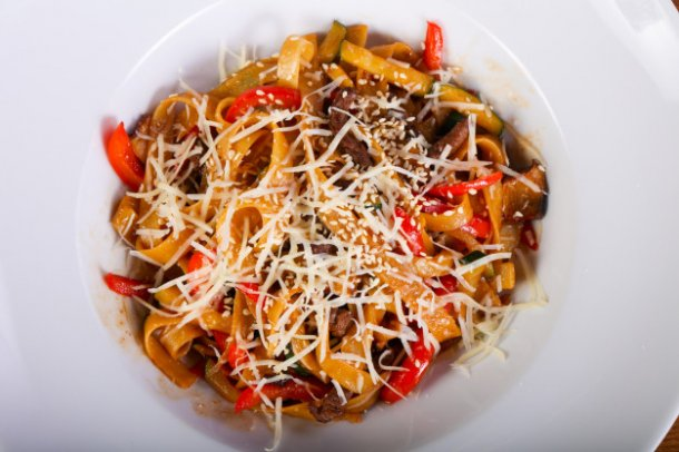 pasta-with-beef_1472-3675